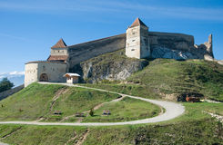 Medeltida fästning i Rasnov royaltyfria foton