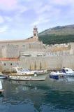 Medeltida fästning och port, Dubrovnik Kroatien Royaltyfri Bild
