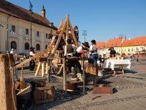 medeltida förberedelser för festival Fotografering för Bildbyråer