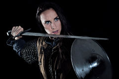 Medeltida fantasiriddare för kvinnlig krigare Royaltyfri Foto