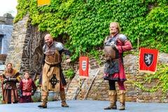 Medeltida festival på den Cochem slotten royaltyfri bild