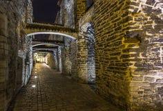 Medeltida gångbana för ` s för gataSt Catherine halva-dold passage i gammal stad royaltyfri foto