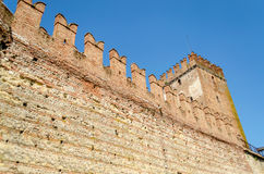 Medeltida gammal slott Castelvecchio i Verona, Italien Arkivfoton