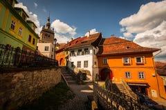 Medeltida gammal stad med klockatornet Arkivfoto