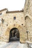 Medeltida gata i Catalonia Royaltyfria Bilder