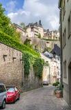 Medeltida gata i den Luxembourg staden Arkivbild