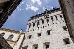 Medeltida gatasikt i den Sighisoara citadellen, Rumänien Royaltyfria Bilder