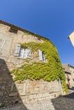 Medeltida gator av Lagrasse, Frankrike arkivfoton
