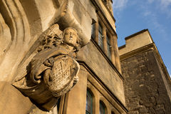 Medeltida gotisk skulptur som föreställer en ängel med långt hår Royaltyfria Bilder