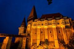 Medeltida gotisk slott av Hunedoara i Rumänien Arkivbilder