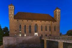 Medeltida gotisk slott i Lidzbark Warminski på natten Royaltyfri Foto