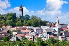 Medeltida gotisk Stramberk slott och historisk stad, Moravia, C Arkivfoton