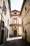 Medeltida gränd i Umbria Arkivbild