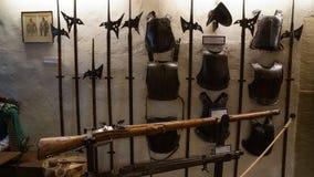 Medeltida harnesk och vapen av riddare arkivfoto