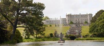 Medeltida herrgård och trädgårdar Royaltyfria Bilder