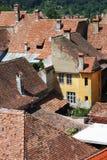 Medeltida hus i Sighisoara, Rumänien Royaltyfria Bilder