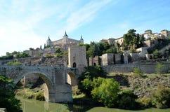 Medeltida ingång till den historiska staden av Toledo (Spanien) Royaltyfri Fotografi