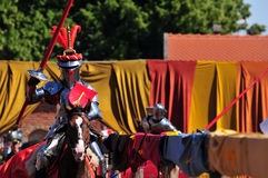 medeltida jousting riddare Royaltyfri Bild