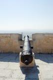 Medeltida kanon i slottet av Santa Barbara Arkivfoton