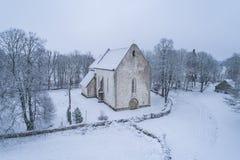 Medeltida Karja kyrka royaltyfri bild