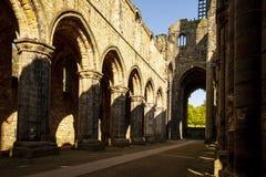 Medeltida Kirkstall abbotskloster nära Leeds UK Arkivbilder
