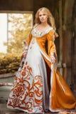medeltida kvinna för klänning arkivfoto
