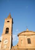 Medeltida kyrka i staden av Caldarola i Italien Arkivbilder