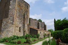 Medeltida kyrka på Larressingle Frankrike Fotografering för Bildbyråer
