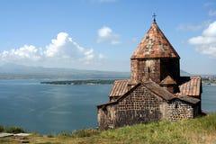 Medeltida kyrka på Sevan laken Arkivbild