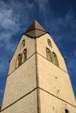 Medeltida kyrkligt torn Royaltyfria Foton