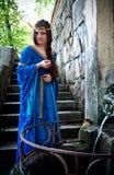 medeltida nästa fjäder för forntida flicka Arkivbild