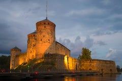 Medeltida Olavinlinna fästning i den Augusti skymningnärbilden forntida solnedgång för savonlinna för finland fästningolavinlinna Royaltyfria Bilder