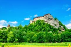 Medeltida Orava slott i Slovakien fotografering för bildbyråer