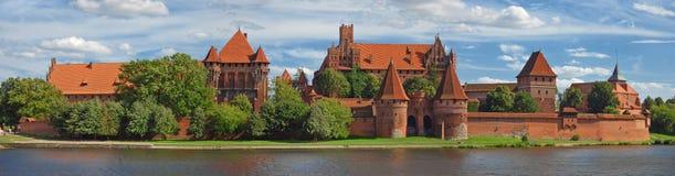 medeltida panorama för slott royaltyfri bild