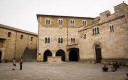 Medeltida piazza Silvestri i Bevagna Italien Arkivfoto