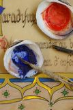 medeltida pigments för exponeringsmanuskript Arkivbild