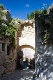 Medeltida port av Les Baux de Provence Arkivbilder