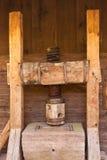 medeltida press för cider arkivfoto