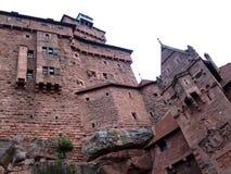Medeltida rampart för Haut Koenigsbourg slott Royaltyfri Fotografi