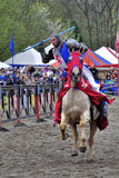 Medeltida riddare på hästrygg Arkivbild