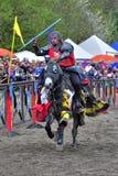 Medeltida riddare på hästrygg Royaltyfri Bild