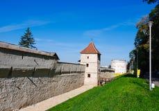 medeltida romania för brasov väggar Royaltyfri Bild