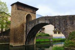 Medeltida romansk bro av Balmaseda Royaltyfria Foton