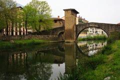 Medeltida romansk bro av Balmaseda, Bizkaia Royaltyfria Bilder