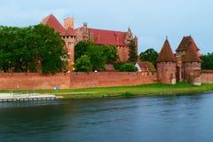 Medeltida slott av den Teutonic beställningen i Malbork, Polen Royaltyfri Foto