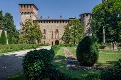 Medeltida slott av Grazzano Visconti arkivfoto