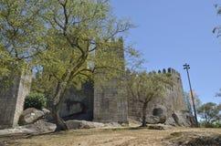 Medeltida slott av Guimaraes Fotografering för Bildbyråer