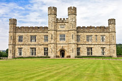 Medeltida slott av Leeds i fastlagen, England, UK Royaltyfria Bilder