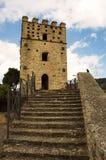 Medeltida slott av Roccascalegna Royaltyfria Bilder