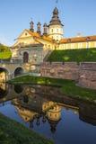 Medeltida slott för spegel arkivfoton